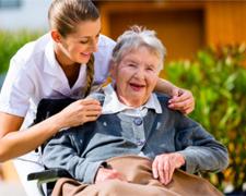 Die Zukunftsaussichten der Altenpflege – Pflegekräfte oder technische Alternativen?